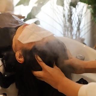 ヘアエステコース人気ですsheのエステコースは、髪と頭皮のクレン...